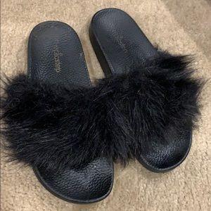 Size 10 black fuzzy slides